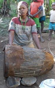 Irdaato Shannapo with her drum (Dookka-C'ari-Subba, Basketo Special Woreda)